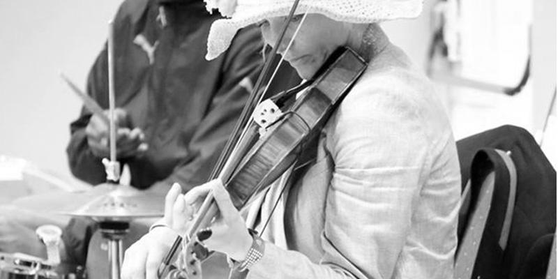 Violoniste, membre de de l'église cep-resurrection